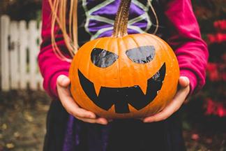 girl_holding_halloween_pumpkin.png